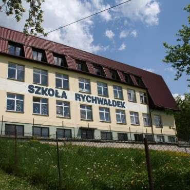 Zdjęcie budynku szkoły Podstawowej w Rychwałdek