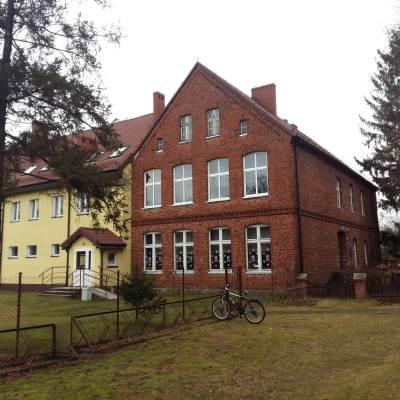 Zdjęcie budynku szkoły Podstawowej Torzeniec