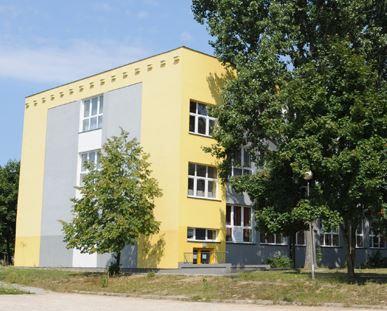 Zdjęcie budynku szkoły w Kutno